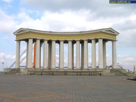 Фото: Колоннада на Приморском бульваре