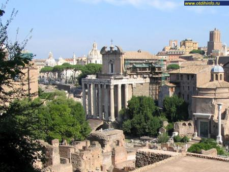 Фото: Храм Антонина и Фаустины