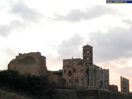 Фото: Храм Венеры и Ромы