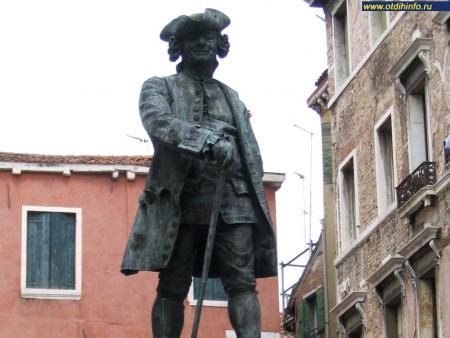 Фото: Памятник Карло Гольдони