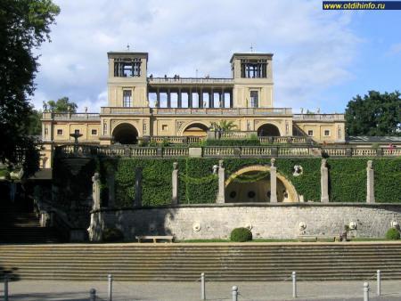 Фото: Здание оранжереи парка Сан-Суси