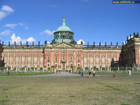 Фото: Новый дворец в парке Сан-Суси