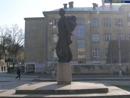 Фото: Памятник М.С. Шашкевичу