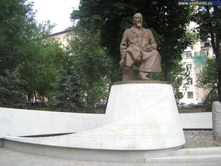 Фото: Памятник Абаю Кунанбаеву