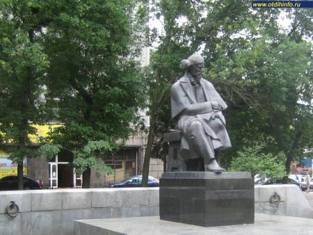 Фото: Памятник Н.Г. Чернышевскому
