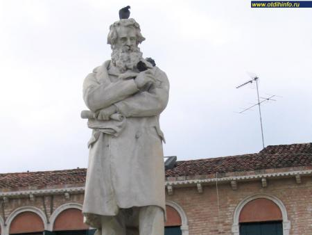 Фото: Памятник Николо Томмазео