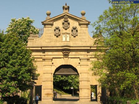 Фото: Леопольдовы ворота, Французские ворота