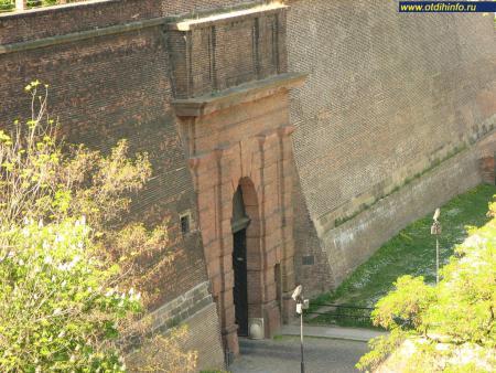 Фото: Пражские ворота, Кирпичные ворота
