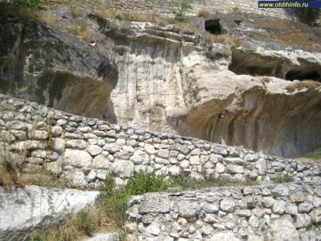 Фото: Пещерный город Чуфут-Кале