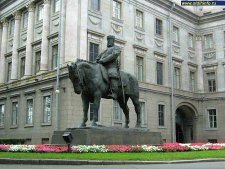 Фото: Памятник Александру III