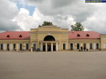 Фото: Варшавский вокзал Гатчины