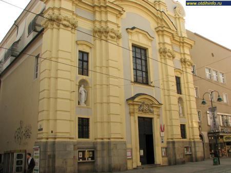Фото: Церковь архангела Михаила, церковь урсулинок