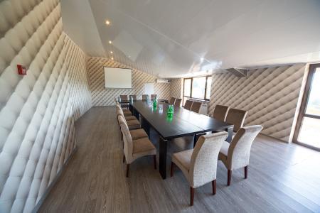 Фото: Ресторанный комплекс <br />Автор фото: Valesko Hotel & SPA Переговорная комната